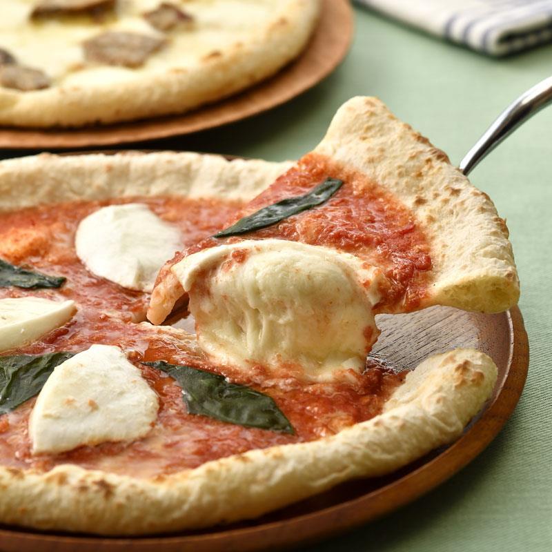 マルシェ限定 南風堂のポルチーニとマルゲリータのピザ